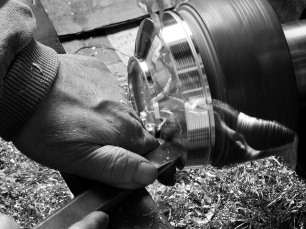 錫器の製作工程について~洗練されたフォルムを生み出す数々の工程~